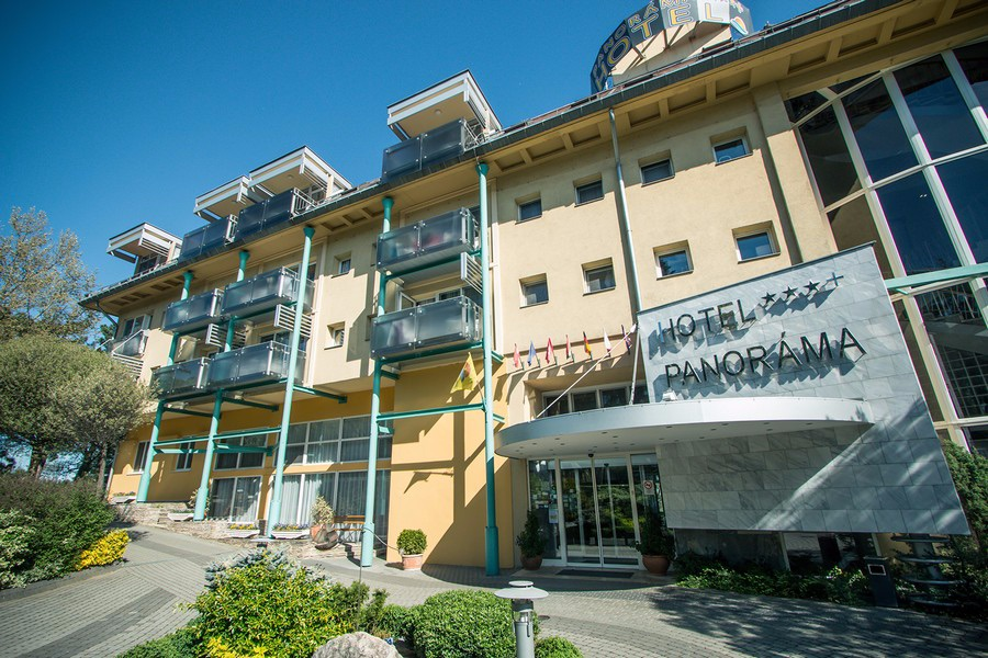 hotel-panorama-balatongyorok-bejarat-01.jpg